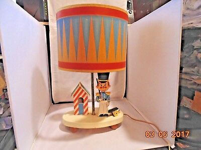 Vtg~Dolly~Toy~Co~LAMP+NIGHT LIGHT~Royal Soldier Guard~Cannon -WITH DRUM SHADE