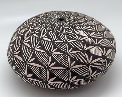 Superb Hand Coiled Fine Line! Ruth Estevan Acoma Pueblo Seed Pot/free Shipping