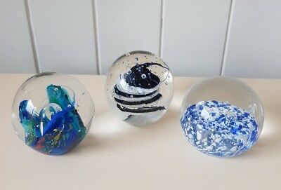 SET OF 3 PAPERWEIGHTS, SWIRLED AND BUBBLED, APPROX. 5.5cm, BRAND NEW