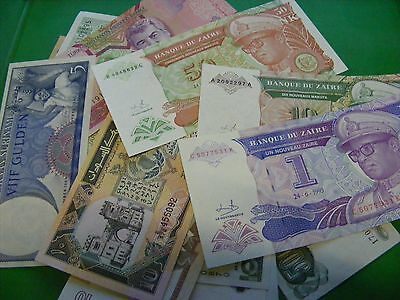 Lot of 31 uncirculated World Banknotes, all diff....some OLDER ..1960s,1980s.