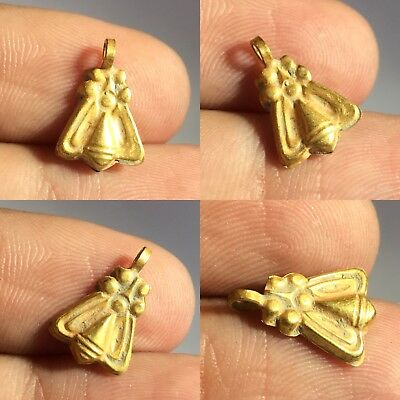 Wonderful Roman/Sassanian solid gold bee amulet circa 200-600 AD.