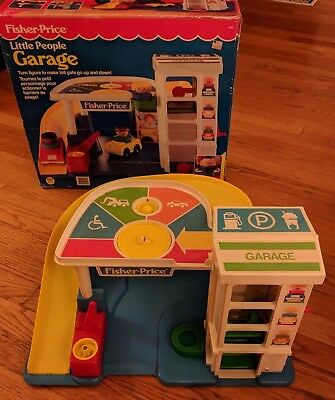 1990 VTG Fisher Price Little People Parking Garage #2553 Variant of 930 w/ box