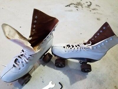 roller skates Ladies size 7 Vintage with Chicago Custom plates and FoMac Wheels