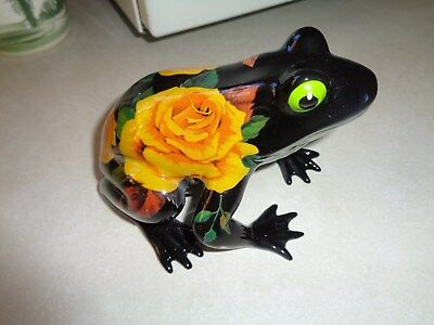 "Fanciful Frogs ""San Antodio Rose"" Black & Yellow Roses"