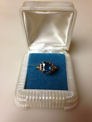 Vintage Art Deco 10k Yellow Gold Ring With Blue Stone. In Bakelite? Ring Box.