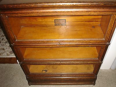 GLOBE WERNICKE CO. D-10 1/4 Grade 299 Antique Oak Stacking Sectional Bookcase
