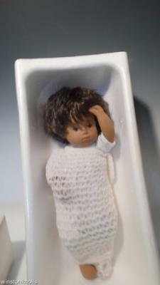 Sasha Baby Dark Hair Brown Eyes 1970-1978  #4-501 D517 Girl In Mint Box