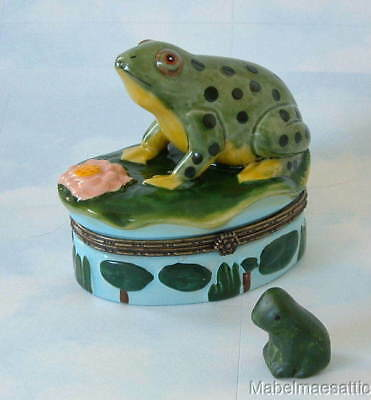 New Handpainted Nature Bullfrog Frog on Lillypad Porcelain Hinged Trinket Box