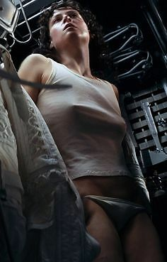 "Sigourney Weaver Sexy 7"" x 5"" Movie Photo Print  Ripley Alien  Aliens"