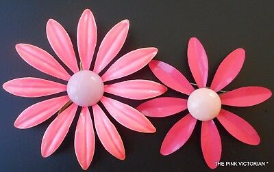 LOT of 2 1960s 70s Vintage metal PINK enamel DAISY FLOWER pins long PETALS C43