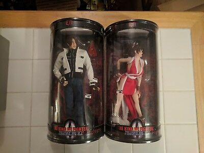 The King Of Fighters 2000 Mai and Kyo figures