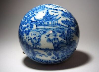 A Blue and White Covered Box, with six-characters mark, 19th Century