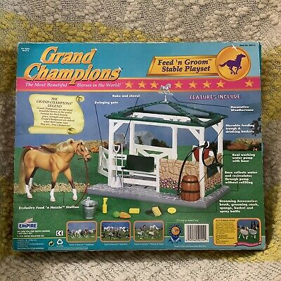 1998 EMPIRE GRAND CHAMPIONS Feed 'n Groom Stable Playset