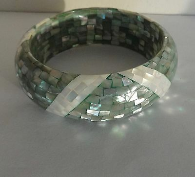Vintage 1970s Mother of Pearl Abalone Shell Inlaid Ripple Bangle Bracelet Green