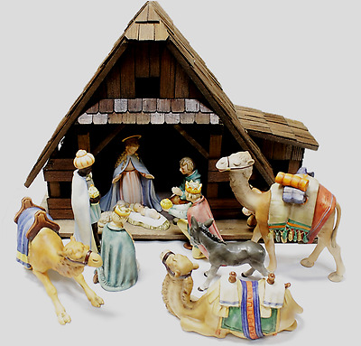 Hummel Goebel Nativity Sceen 12 Hummels & Wood Manger Set Porcelain Figurines