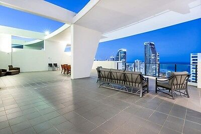 GOLD COAST ACCOMMODATION Sierra Grand Broadbeach 4 Bed Penthouse + Rooftop Spa