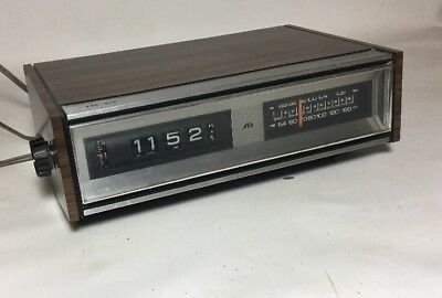 Vintage Soundesign Flip Clock Alarm Radio AM FM Sound Design Model 3450