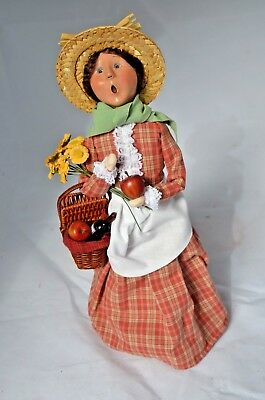 "2005 Byers Choice ""Winterthur"" Lady w/Apple and Picnic Basket"