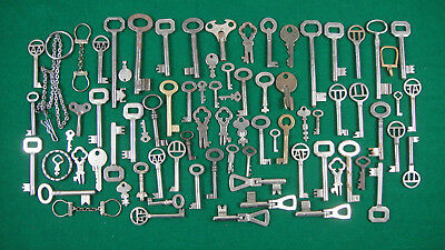 Big Job lot of old and vintage Keys,key-rings .(A17)