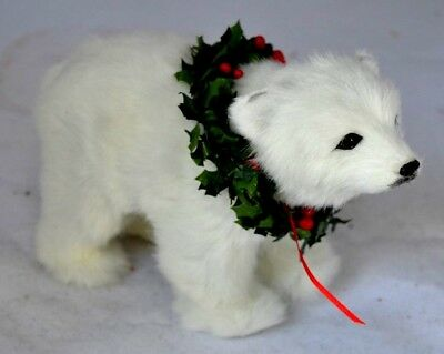 2009 Byers Choice Polar Bear w/Wreath