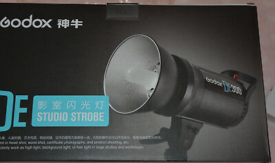 Godex DE300 studio strobe light