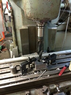 Vertical Milling machine with DRO japanese 40 taper mill