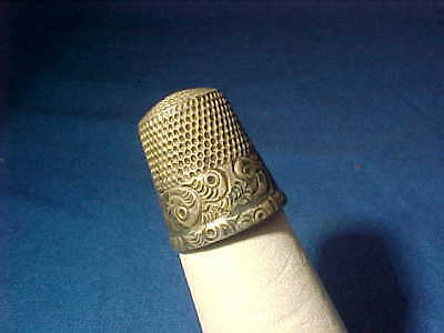19thc VICTORIAN Era STERLING Sewing THIMBLE w Decorative ENGRAVED BAND