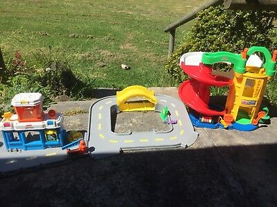 Fisher Price 'Racin' Ramps' Garage Little People Plus Discovery Airport And Road