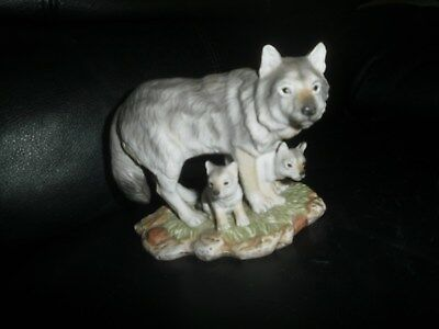 Vintage Masterpiece Porcelain Homco 1995 Endangered Species Gray Wolves Interior