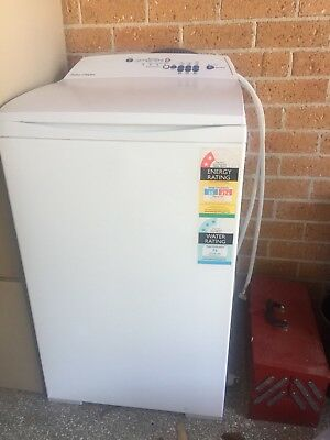 Fisher And Paykel Washing Machine 5.5Kg