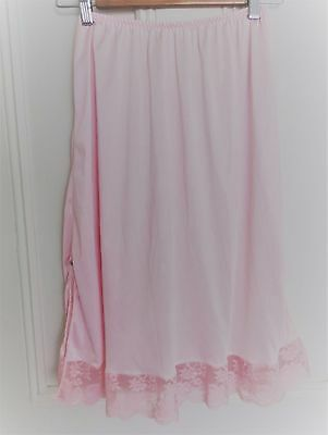 Pretty pink vintage half-slip with wide lace hemline trim size 10-12 (US 6 -8)