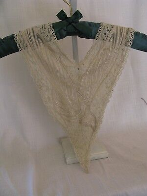 vintage lace collar . Off White(.Beautiful !)