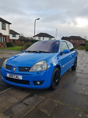Renault Clio 182 in racing blue 2004