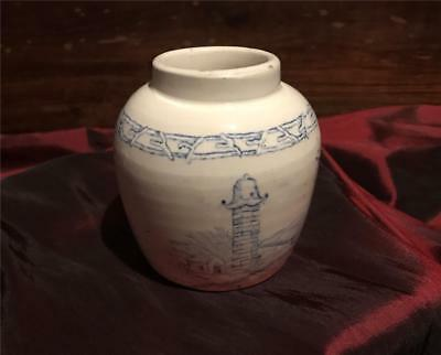 Chinese small Ginger Jar, Late 18th to Early 19th Century. Blue and white.