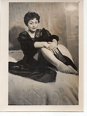 Vintage 5x7 Photo Sexy Young Woman Negligee Legs Bed Pinup 1950's