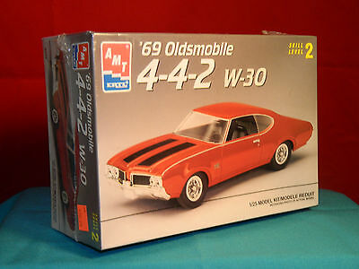 AMT / Ertl 1969 Oldsmobile 4-4-2  w-30 1/25th Scale Factory Sealed 1996