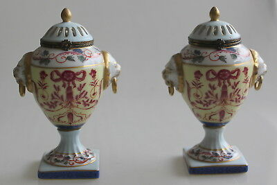 Paire de vases urnes porcelaine de LIMOGES / french Limoges lidded urn vase LION
