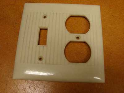 Vintage Bakelite Ivory Sierra 2 gang Plug/switch Plate Cover Art Deco ribbed