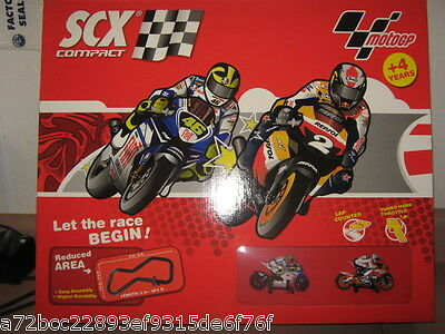 SCX 1:43 Compact SCX Compact 1 - 43rd Moto GP Motorcycle Race RTR Set Turbo Warr
