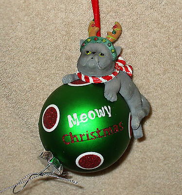 GREEN BALL w/RESIN CAT Christmas Ornament - MEOWY CHRISTMAS - NEW