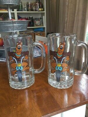 Scooby Doo Riding Motorcycle 1998 Hanna Barbera Beer Mug