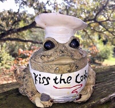 KISS THE COOK Cooking Chef Figurine Frog Bumpy Toad Hollow Country Home Decor