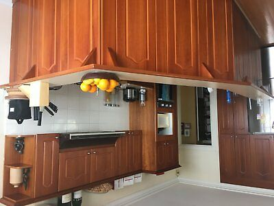 kitchen free to good home must be removed by friday 12th Jan or sat 13th latest