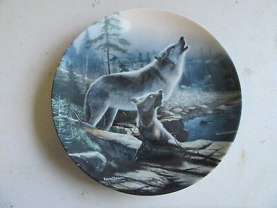 """Knowles Call of the Wilderness """"Howlijng Lesson"""" Plate"""