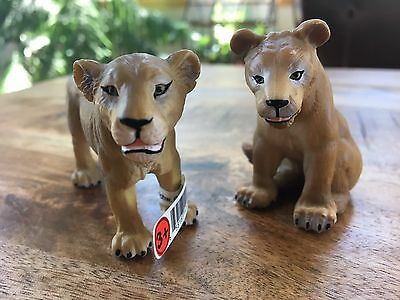 SCHLEICH Retired LIONESS Standing and Sitting with tag #14184 and #14037
