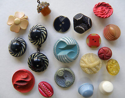 Nice Vintage Lot of Mostly Celluloid Buttons Four Leaf Clover, Buffed, Extruded