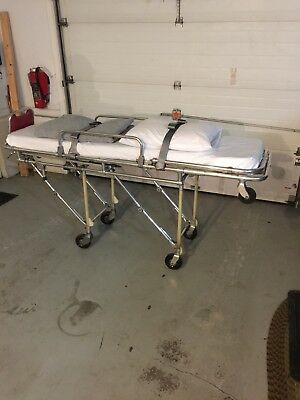 Ferno Washington Model 26, 1970's One Man Ambulance/Mortuary Cot w/Recessed Cups
