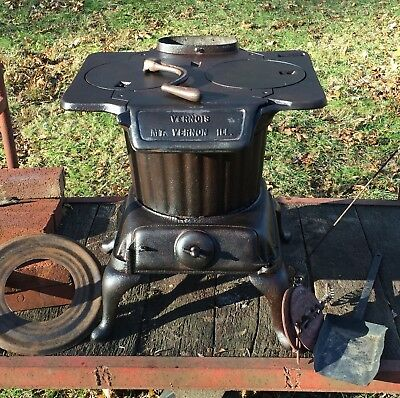 "Antique Cast Iron Wood-Burning ""vernois"" Stove - Made In U.s.a. - Photos"