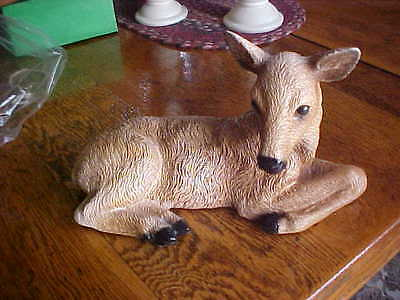 Vintage doe deer animal figurine laying down made in USA nice condition