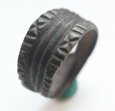 Ancient Ornament Bronze Finger Ring (AVG88)